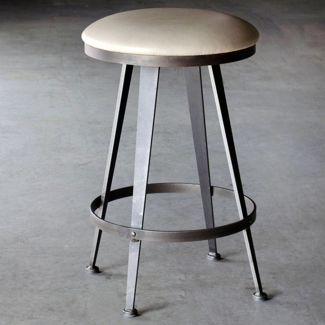Aries swivel backless bar stool 30 in seat height for Backless bar stools